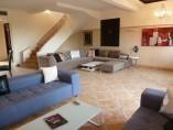 | Villa 3Ch/3SDB | 2 salons | terrasse | piscine | 200m2
