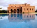 Villa 750 m2 | 3 Séjours | 4 Chambres | 3 SDB | Jardin | Piscine