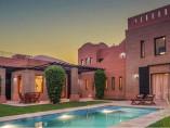 Villa de luxe 952 m2   4 Ch   4 SDB   Piscine Privative   Jardin